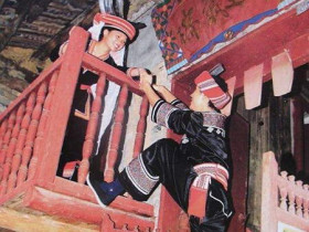 廣西瑤族最具特色的爬樓戀愛習俗